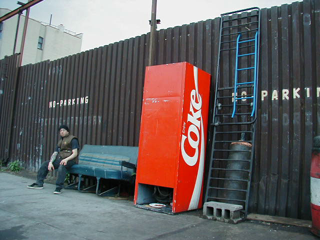 matt_coke_machine2.jpg (65955 bytes)